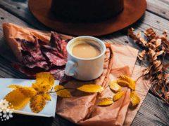 Осень кофе на завтрак варила. Цитаты и афоризмы про кофе и осень