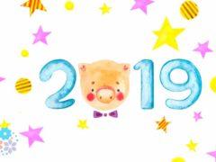 По снежку приходит Свинка — всем подарочки несёт! Поздравления с Новым годом Свиньи